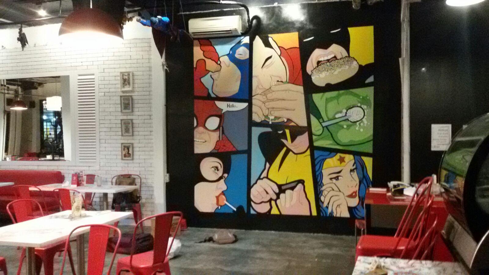 Mural superheroes pop art di interior comic cafe tebet for Mural untuk cafe