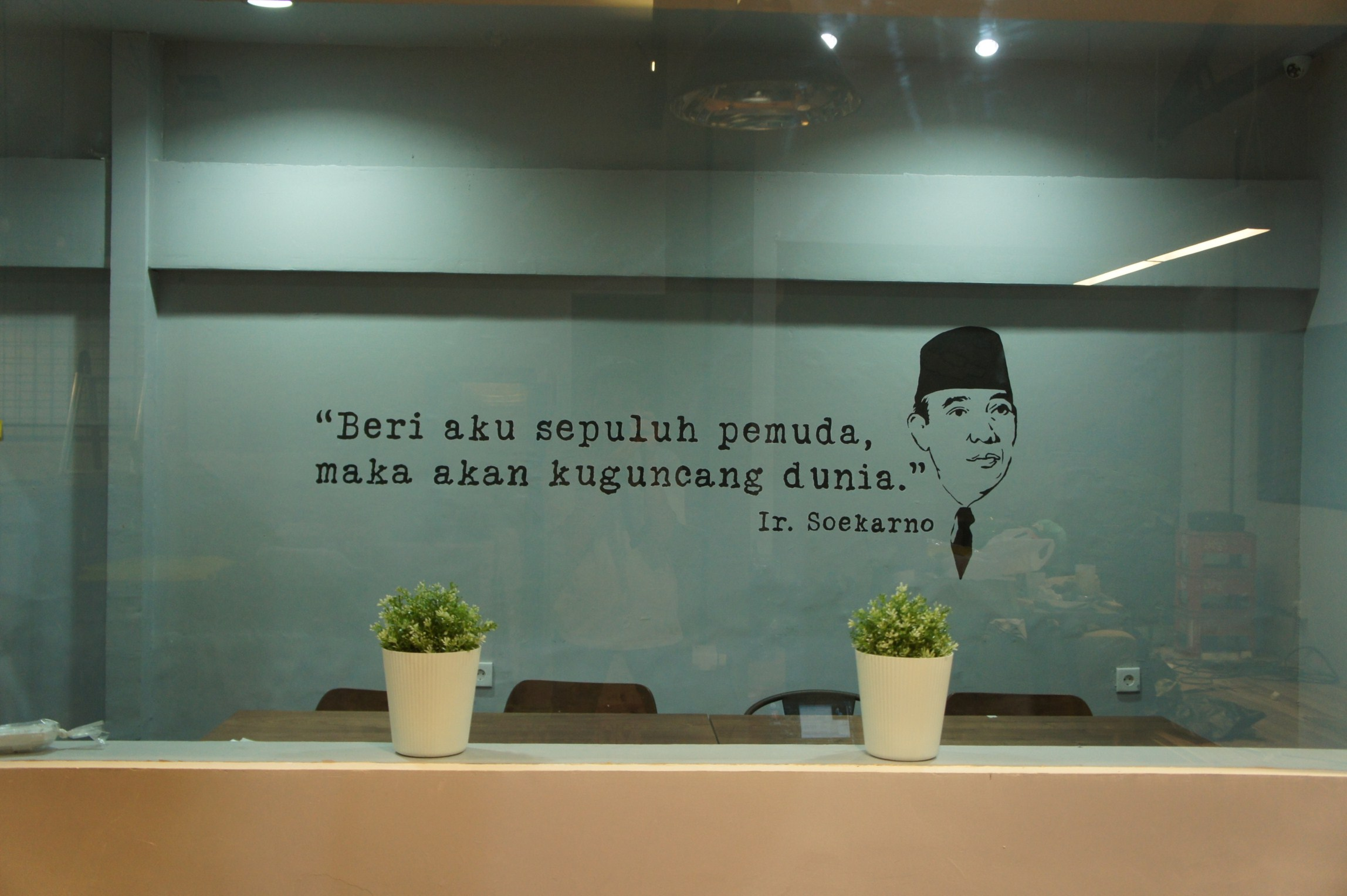 Bahasa mural asyik dan fun di kolega co working space for Mural indonesia