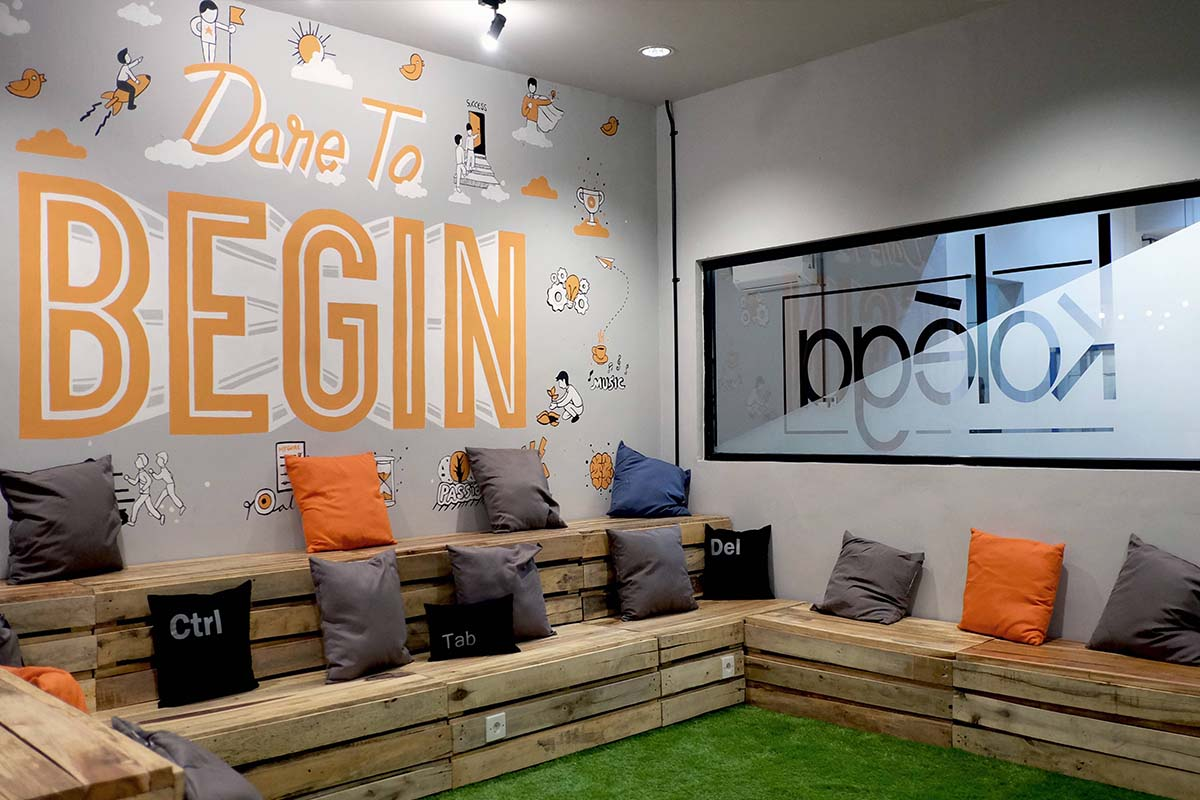 Bahasa mural asyik dan fun di kolega co working space for Mural untuk cafe